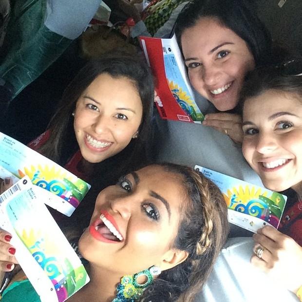 Copa do Mundo - A cantora Gaby Amarantos com a turma (Foto: Reprodução Instagram)