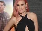 Rumer Willis, filha de Demi Moore, quase mostra demais em première