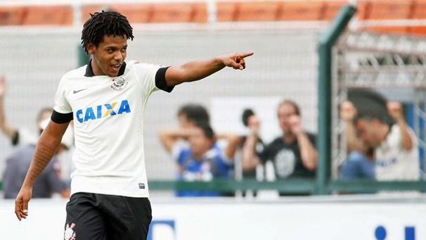 Romarinho comemora o gol do Corinthians sobre o rival Palmeiras (Foto: globoesporte.com)