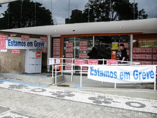 Na segunda semana de greve, várias agências estão fechadas no Paraná (Foto: Divulgação/Sindicato dos Bancários de Curitiba e Região)