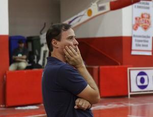 Régis Marrelli técnico do São José Basquete (Foto: Antônio Basílio/ PMSJC)