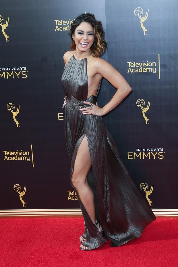 Vanessa Hudgens aposta em vestido sensual em tapete vermelho nos Estados Unidos (Foto: Getty Image)