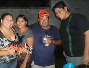 Família de Armando Durantes antes da reeducação alimentar e atividade física  (Foto: Armando Durante/ arquivo pessoal)