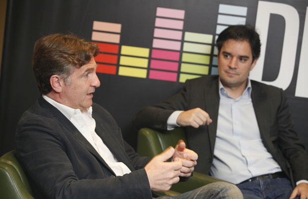 Alez Dauchez, diretor-presidente do Deezer, ao lado de Mathieu Le Roux, diretor geral da empresa para América Latina, em São Paulo. (Foto: Divulgação)