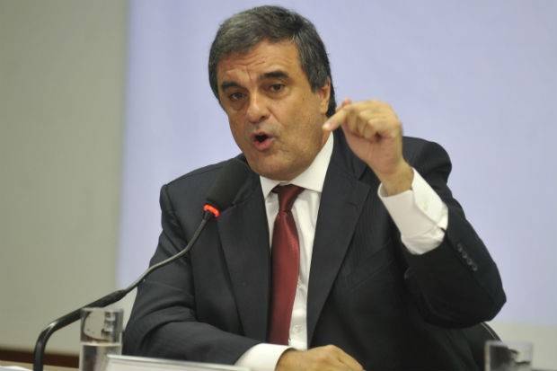 O ministro da Justiça, José Eduardo Cardozo, durante depoimento sobre a Operação Porto Seguro na Câmara dos Deputados (Foto: Antônio Cruz/ABr)