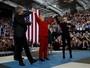Lady Gaga usou roupa de Michael Jackson em comício de Hillary Clinton