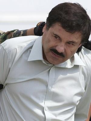 """Joaquin """"El Chapo"""" Guzman, o todo poderoso líder do cartel de Sinaloa, é preso na Cidade do México, em fevereiro deste ano. Agora, a guerra ao narcotráfico se desenrola também via internet (Foto: AP Photo/Eduardo Verdugo)"""