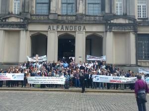 Auditores fiscais protestaram em frente a Alfândega do Porto de Santos (Foto: Divulgação/Sindifisco Santos)