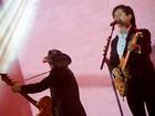 Chitãozinho & Xororó fazem show enérgico com 'orquestra virtual'