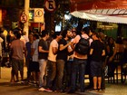Rodrigo Santoro curte noitada ao lado de amigos atores no Rio