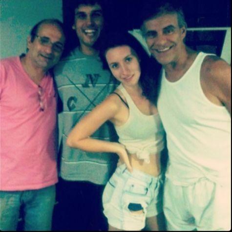 Mário Gomes, a filha Linda, Felipe de Moraes e Gillray Coutinho, codiretor da peça (Foto: Arquivo pessoal)