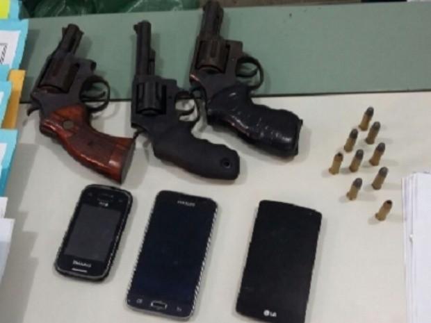 A operação ocorreu no Bairro Serrinha, em Fortaleza. Outros três homens foram presos. (Foto: SSPDS/Divulgação)