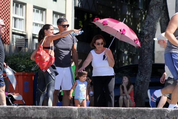 Eduardo Moscovis e Cynthia Howlett com a família (Foto: JC Pereira / AgNews)