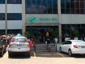 MST ocupa sede do Incra na Bahia (Foto: Gabriel Gonçalves/ G1)