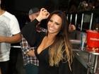 De shortinho,Viviane Araújo cai no samba na quadra do Salgueiro