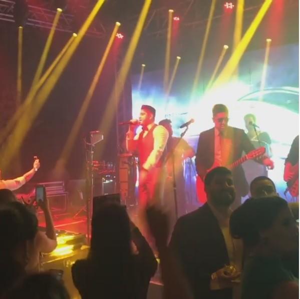 Diego canta em sua festa de casamento (Foto: Reprodução/Instagram)