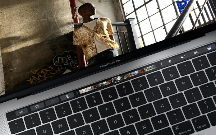Teclas físicas na parte superior do teclado dão lugar ao painel touchscreen (Foto: Divulgação/Apple)