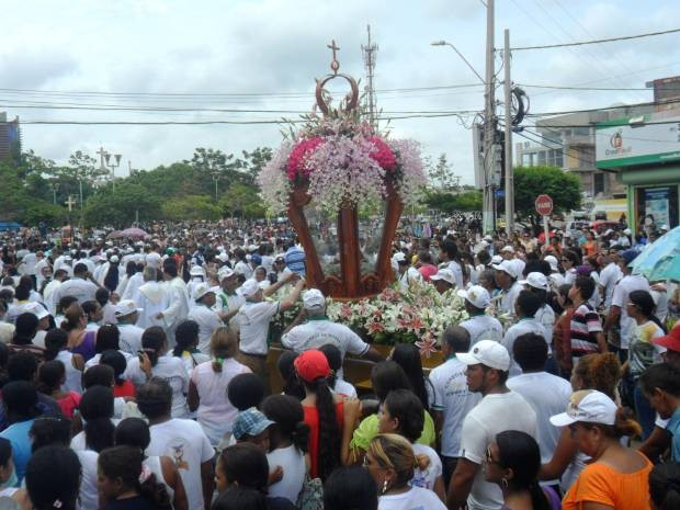 Cerca de 10 mil pessoas acompanharam a procissão  no último domingo (17) na cidade de Paragominas, sudeste do Pará. (Foto: Divulgação/Tv Liberal)