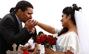Gracinha fisga Pedro em casamento surpresa  na praia de Copacabana (Amor Eterno Amor/TV Globo)