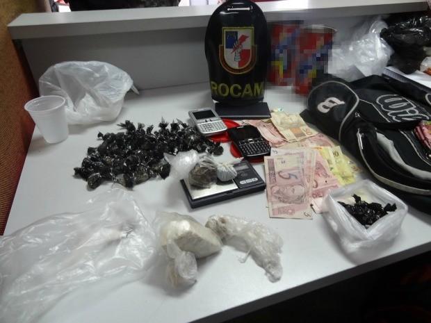 Material apreendido com seis suspeitos de tráfico de drogas, em Manaus (Foto: Divulgação/Polícia Militar)
