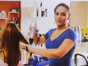 Tem vaga pra auxiliar de cabeleireiro no Sine de Cariacica (Foto: Nestor Müller/ Governo do Espírito Santo)