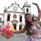 Rainha do carnaval dá dicas de como dançar o ritmo (Luna Markman/ G1)