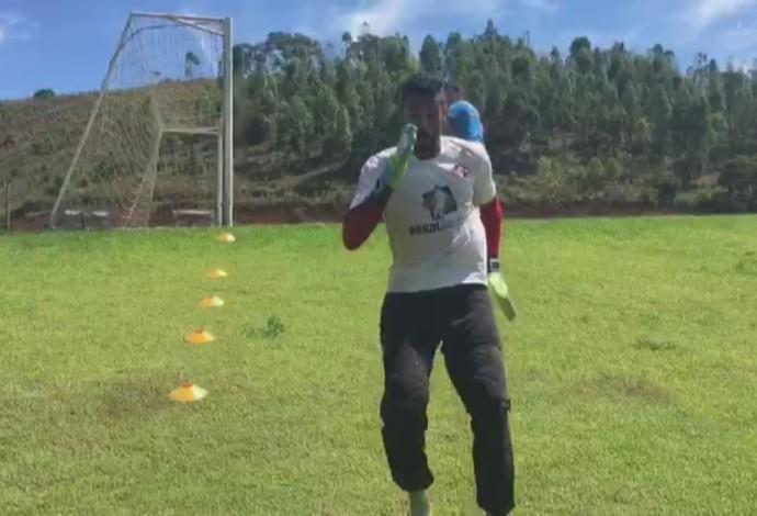 Darley Tombense goleiro Leandro Franco (Foto: Reprodução)