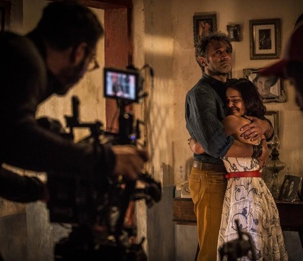 Leandro Pagliaro no set de Velho Chico com Domingos Montagner e Giullia Buscacio em cena (Foto: Inácio Moraes/Gshow)
