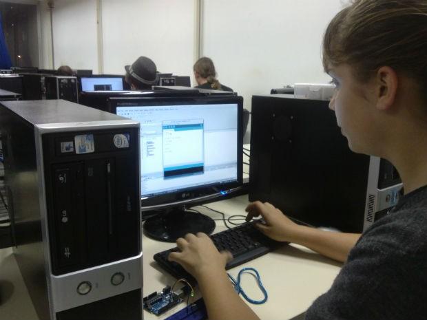 Gabriela Passos é uma das alunas atendidas no Instituto de Educação do Paraná, em Curitiba (Foto: Samuel Nunes/G1)