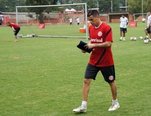 D'alessandro volta aos treinos do Inter (Foto: Diego Guichard/Globoesporte.com)