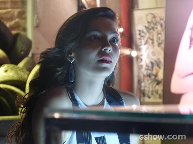 Marina fica irritada com Vanessa novamente (Foto: Em Família / TV Globo)