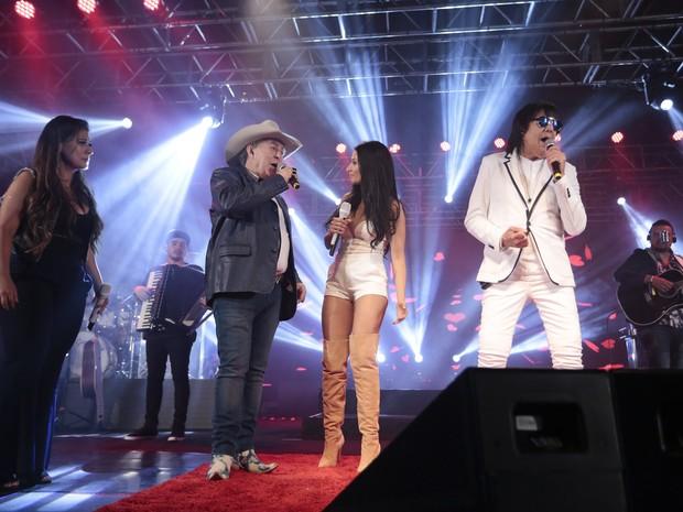 Simone e Simaria com Milionário e Marciano em show em São Paulo (Foto: Rafael Cusato/ Brazil News)