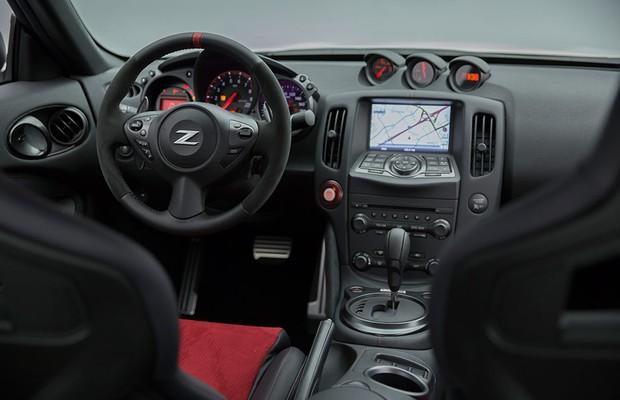 Interior do Nissan 370Z Nismo 2015 (Foto: Divulgação)