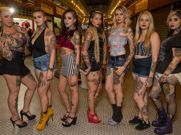 Oito das dez candidatas finalistas do concurso Miss Tatoo Week SP (Foto: Flávio Moraes/G1)