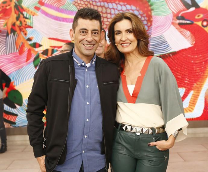 Convidado posou com Fátima nos bastidores (Foto: Fábio Rocha/Gshow)
