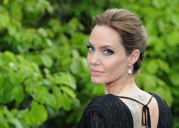 Após se separar de Brad Pitt, Angelina Jolie afirma que este tem sido um ano difícil emocionalmente (Foto: Getty Images)