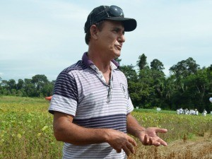 Ivan Cardoso diz que vai recuperar pastagem com plantio de soja (Foto: Eliete Marques/G1)