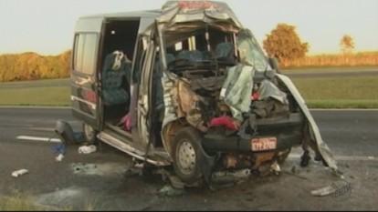 Morre primeira vítima do acidente com van que deixou 17 feridos em Matão, SP