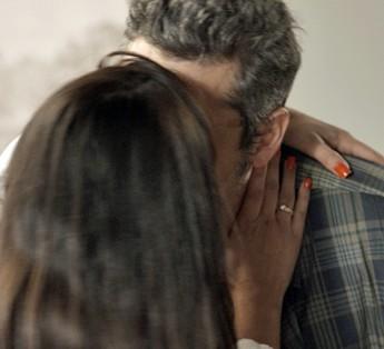 Tóia ganha beijo de despedida de Romero (Foto: TV Globo)