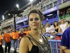 Depois de gravação, Vivi Araújo curte desfiles na Sapucaí