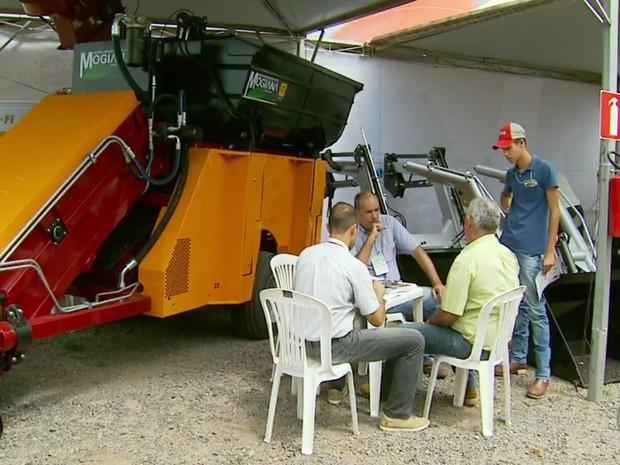 Cooperados da Cocatrel e Minassul podem usar café como moeda. (Foto: Reprodução EPTV/Tarciso Silva)