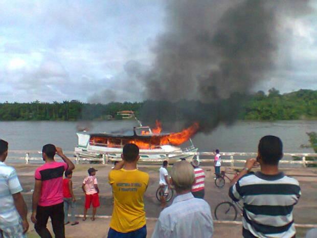 Barco explodiu em Barcarena 1 (Foto: Cláudio Santos/Arquivo Pessoal)