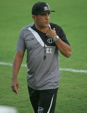 Novo treinador falou abertamente sobre o seu estilo à imprensa em sua apresentação oficial (Foto: Kléber A. Gonçalves/ Agência Diário)
