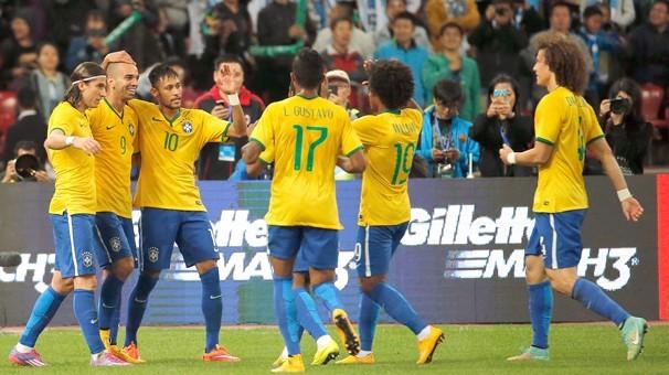 Seleção comemora gol contra a Argentina na último sábado, na China (Foto: Associated Press)