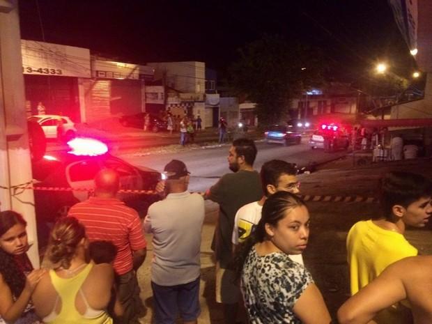 Crime aconteceu no Alecrim, na noite desta sexta (25) (Foto: Kléber Teixeira/Inter TV Cabugi)