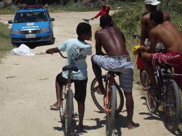 Morte 20 tiros Cabo Frio (Foto: Heitor Moreira)