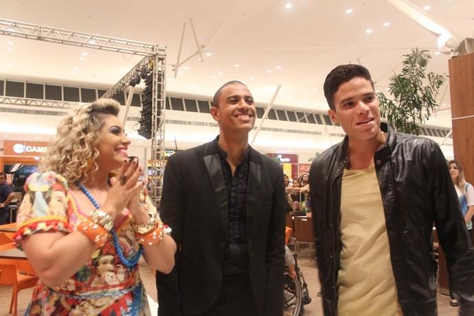 Todo mundo com aquele friozinho na barriga antes de subir no palco. (Foto: Luanna Gondim / TV Verdes Mares)