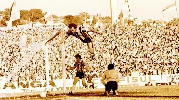 andré catimba 1977 gol grêmio gre-nal adeus,olímpico (Foto: Armênio Abascal Meireles/Agência RBS)