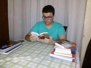 Francisco passou em medicina aos 14 anos (Foto: Arquivo Pessoal)