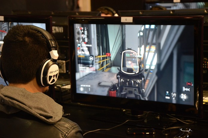 Call of Duty Advanced Warfare pode ser jogado no estande da Activision na BGS 2014 (Foto: Matheus Vasconcellos/ TechTudo)